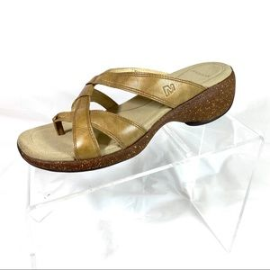 Merrell Thong Sandals Slides Gold Leather Size 7